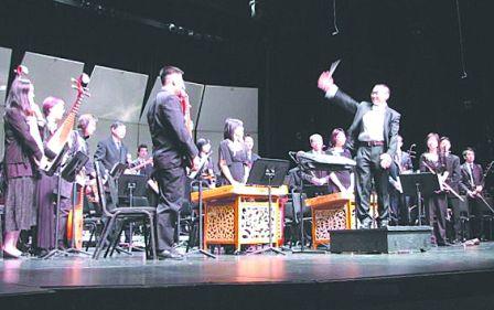 明報2010年5月26日﹕多倫多中樂團音樂會圓滿演出